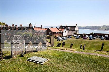 Le réglage de la tombe de Anne Brontë sur la colline du château qui surplombe la baie South, Scarborough, North Yorkshire, Yorkshire, Angleterre, Royaume-Uni, Europe