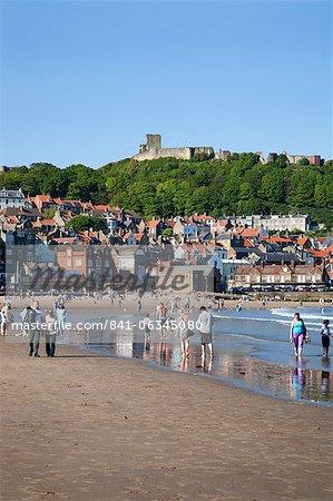 Disponibilité des sables du Sud et de Castle Hill, Scarborough, North Yorkshire, Yorkshire, Angleterre, Royaume-Uni, Europe
