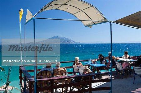 Café au bord de mer, plage de Pappa, Ireon, Samos, îles de l'Égée, Grèce