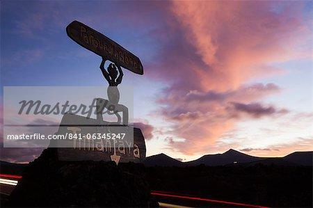 Teufel-Logo und Vulkane, Parque Nacional de Timanfaya (Timanfaya-Nationalpark), in der Nähe von Yaiza, Lanzarote, Kanarische Inseln, Spanien