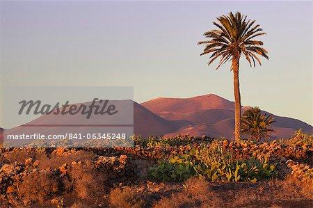 Parque Nacional de Timanfaya (Timanfaya National Park) with Montanas del Fuego, Yaiza, Lanzarote, Canary Islands, Spain