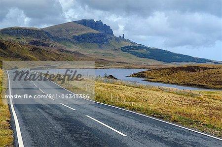 Route de montagne de vieillard de Storr, péninsule de Trotternish, Isle of Skye, Hébrides intérieures en Écosse, Royaume-Uni, Europe