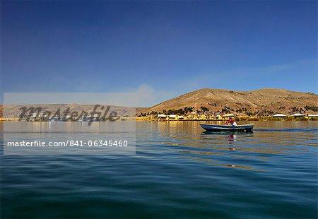 Rowing boat, Islas Flotantes, floating islands, Lake Titicaca, Flotantes, peru, peruvian, south america, south american, latin america, latin american South America