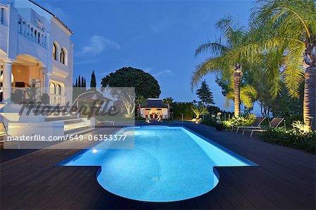 Beleuchtete Pool villa