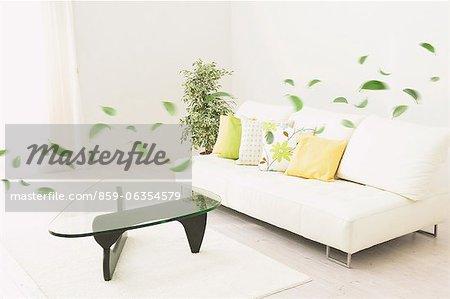 Moderne Wohnzimmer Interieur und schwimmende grüne Blätter
