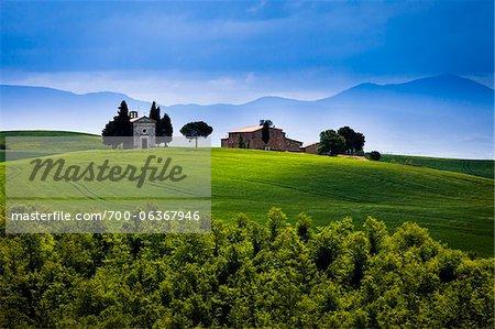 Eglise de la Madonna di Vitaleta et ferme, San Quirico d'Orcia, Province de Sienne, Toscane, Italie
