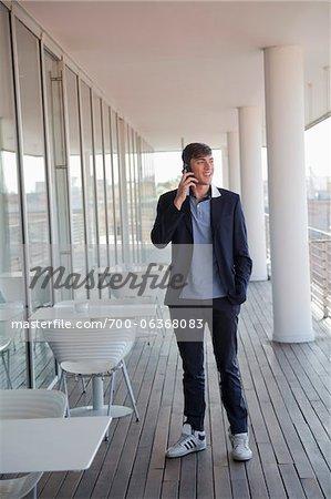 Homme d'affaires sur téléphone portable