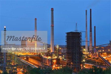 Aciérie à nuit, Alsumer Berg, Duisburg, bassin de la Ruhr, Rhénanie du Nord-Westphalie, Allemagne