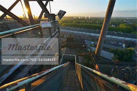 Escalier, Landschaftspark Duisburg Nord, Meiderich Hütte, Duisbourg, bassin de la Ruhr, Rhénanie du Nord-Westphalie, Allemagne