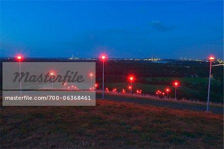 Rouge lampadaires, Halde Rheinpreussen, Moers, Rhénanie du Nord-Westphalie, Allemagne