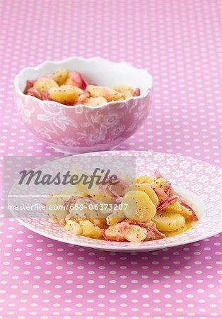 Salade de pommes de terre aux oignons rouges