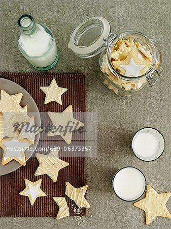 Biscuits au citron avec le sucre à glacer