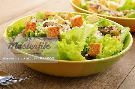 Salade mixte avec poulet et couscous