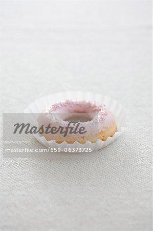 Un beignet avec Rose, sucre à glacer