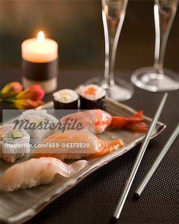 Sushi aux chandelles avec champagne