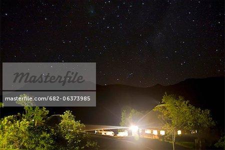 Amphithéâtre du Drakensberg pendant la nuit, uKhahlamba Drakensberg Park, KwaZulu-Natal, Afrique du Sud