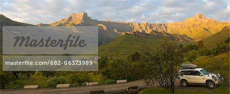 Vue amphithéâtre du Drakensberg, uKhahlamba Drakensberg Park, KwaZulu-Natal, Afrique du Sud