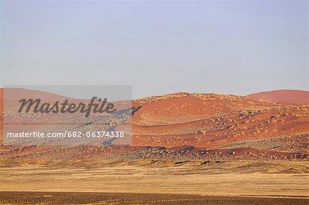 Paysage de dunes de sable rouges, Sossusvlei, désert du Namib, Parc National de Namib-Naukluft en Namibie le désert