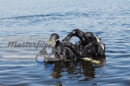 Divers preparing for diving
