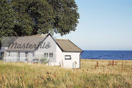 Ruhige Szene Haus mit Meer im Hintergrund