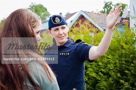 Police féminine, ouvrant la voie à une femme