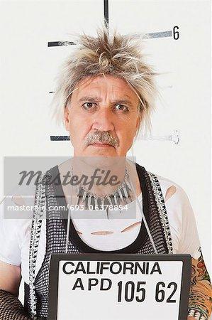 Mug shot de grave punk masculin senior