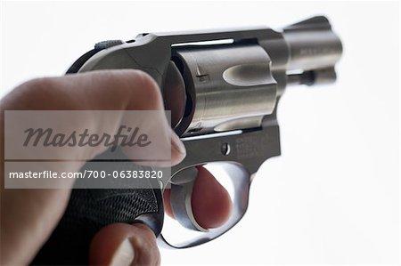 Nahaufnahme der Mann, der Pistole