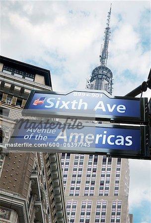 Empire State Building, de la 6e Avenue et 39th Street, New York City, New York, États-Unis