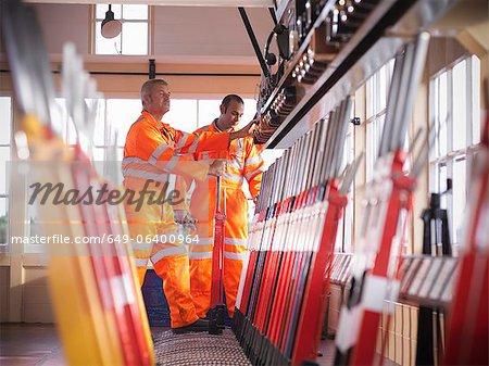 Levier de piste traction ferroviaire travailleur