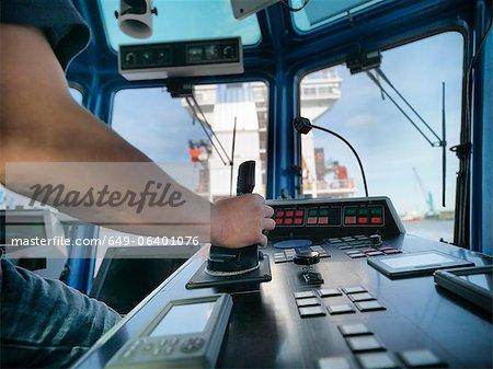 Capitaine de remorqueur de direction à timonerie
