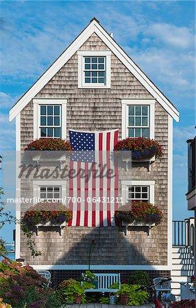 Historischen Schindel Fischerhaus drapiert mit der amerikanischen ...
