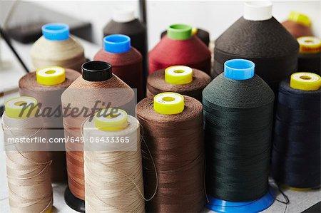 Bobines de fil de couleur