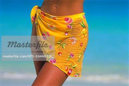 Gros plan d'une femme portant un Sarong sur plage