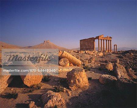 Colonnes en ruines de désert Palmyra, Syrie