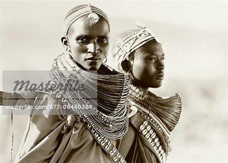 Portrait de deux Masai femmes-Tanzanie