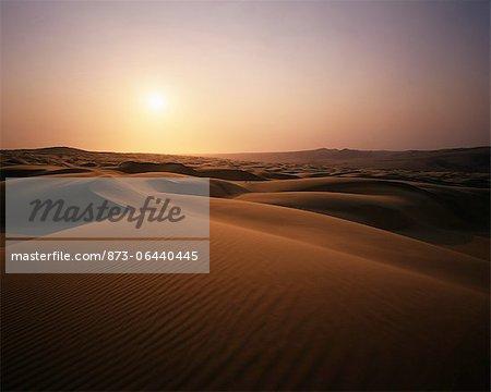 Vue d'ensemble de Dunes de sable au coucher du soleil, désert du Namib, région de la rivière Kunene Namibie, Afrique