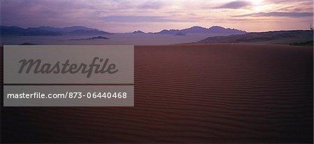 Vue d'ensemble du paysage au coucher du soleil du Naukluft Park, Namibie, Afrique