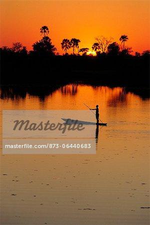 Personne sur un bateau au Botswana, Afrique