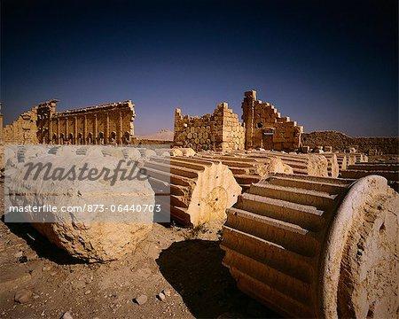 Fallen colonnes Palmyra ruines Syrie