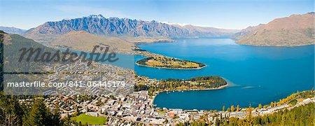 Vue aérienne de Queenstown, lac Wakatipu et les montagnes remarquables, région de l'Otago, île du Sud, Nouvelle-Zélande, Pacific