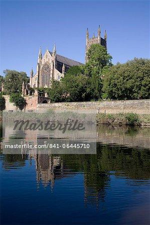 Westseite der Kathedrale und Fluss Severn, Worcester, Worcestershire, England, Vereinigtes Königreich, Europa