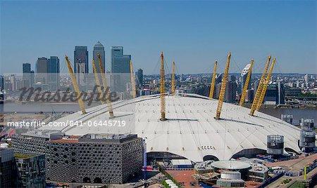 L'O2 Arena de Greenwich avec Canary Wharf derrière, Docklands, Londres, Royaume-Uni, Europe