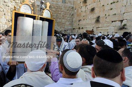 Segnung der traditionellen Cohen an der Klagemauer, während das Passah Jüdisches Festival, Altstadt von Jerusalem, Israel, Nahost