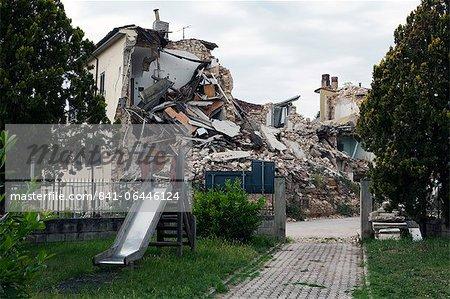 Onna showing earthquake damage, Aquila, Abruzzi, Italy, Europe