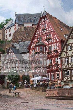 La place du marché, Miltenberg am Main, Bavière, Allemagne, Europe