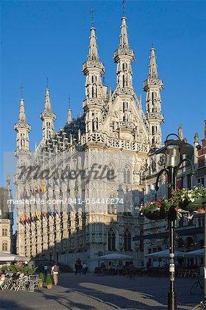 L'hôtel de ville gothique tardif du XVe siècle dans la Grote Markt, Leuven, Belgique, Europe