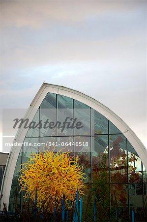 Extérieur du nouveau Musée de verre Chihuly situé au-dessous de la Space Needle, Seattle, état de Washington, États-Unis d'Amérique en Amérique du Nord