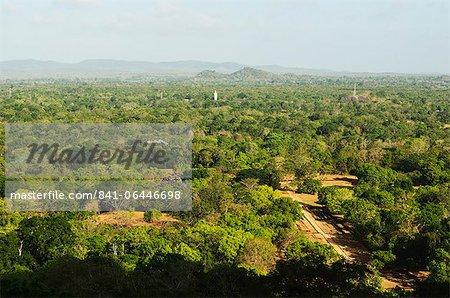 Vue des plaines de Sigiriya (Lion Rock), patrimoine mondial de l'UNESCO, Sri Lanka, Asie