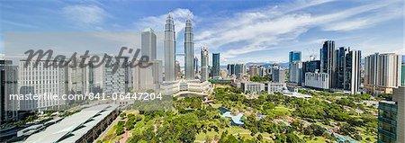 Centre-ville, y compris la convention de parc KLCC et du centre commercial et l'emblématique 88 étages en acier revêtu Petronas Towers, Kuala Lumpur, en Malaisie, l'Asie du sud-est, Asie