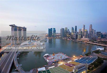 Le pont de l'hélice et Marina Bay Sands, élevé vue sur Singapour, Marina Bay, Singapour, l'Asie du sud-est, Asie